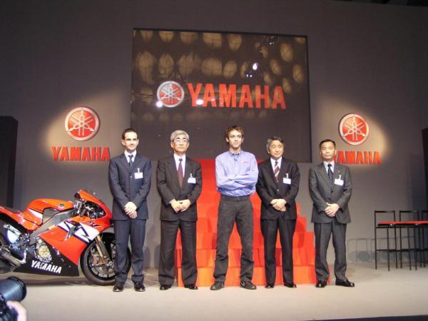Conférence de presse Yamaha-Rossi (2004)
